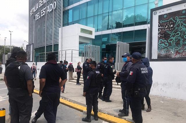 Tras denunciar a regidora, balean casas a policías en Tlacotepec