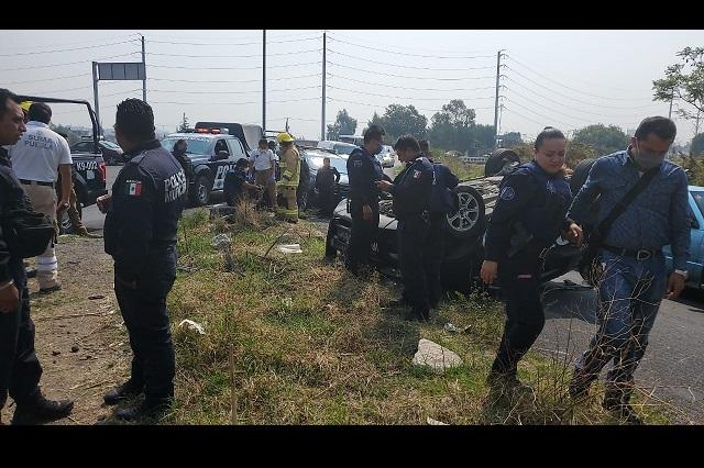 Vuelca patrulla de la municipal de Puebla en San Felipe