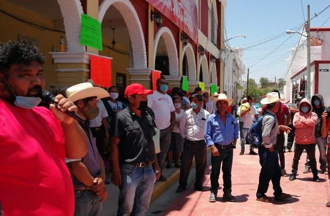Piden destitución de edil de Coxcatlán para liberar la alcaldía