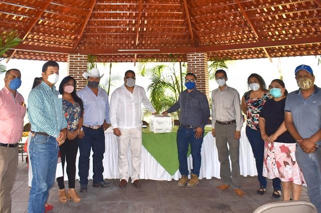 Presidentes de la mixteca donan equipamiento para combatir el Covid-19