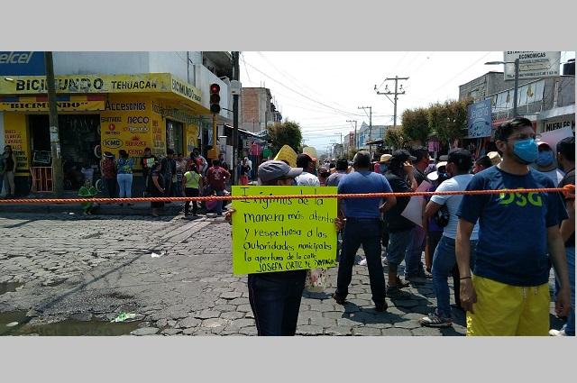 Bloquean calles de Tehuacán para exigir… ¡que abran otra!