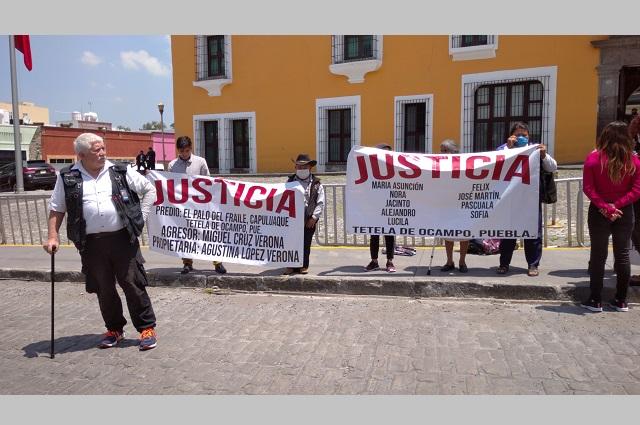 Protestan ante Casa Aguayo por despojo de tierras en Tetela