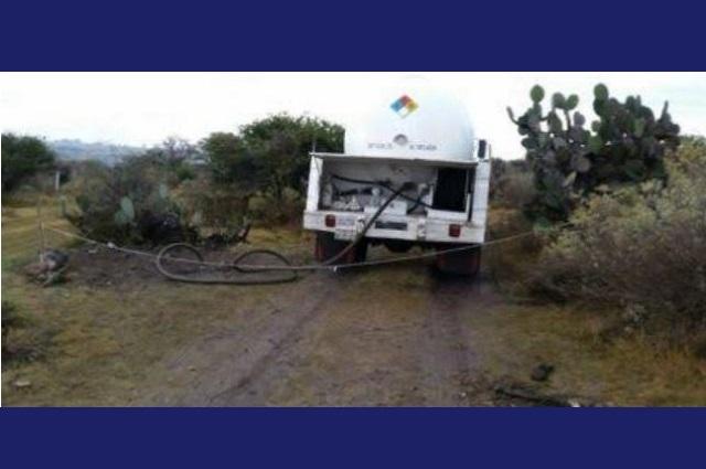 Abandonan pipa de gas en toma ilegal, en Texmelucan