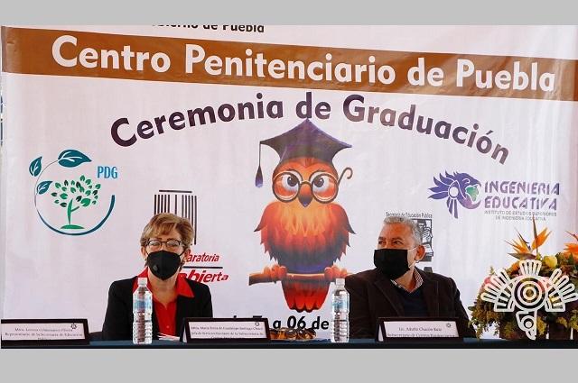 Entregan certificados de estudios a 15 internos del penal de San Miguel
