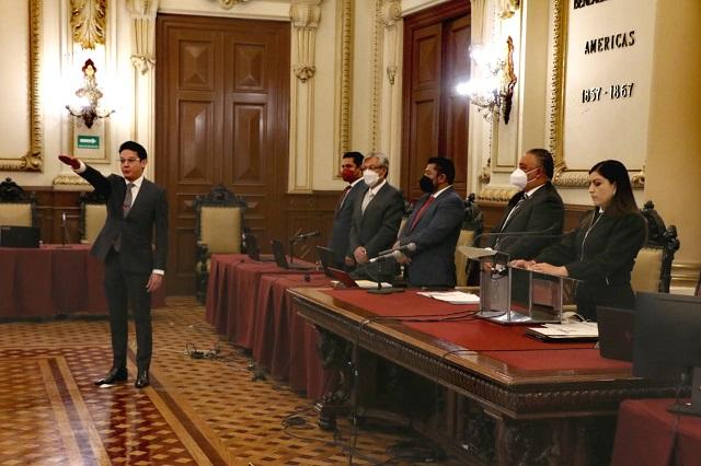 José Luis Ambrosio toma posesión como nuevo regidor en Puebla