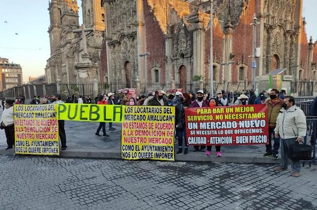 En Palacio Nacional protestan contra obra en mercado de Amalucan