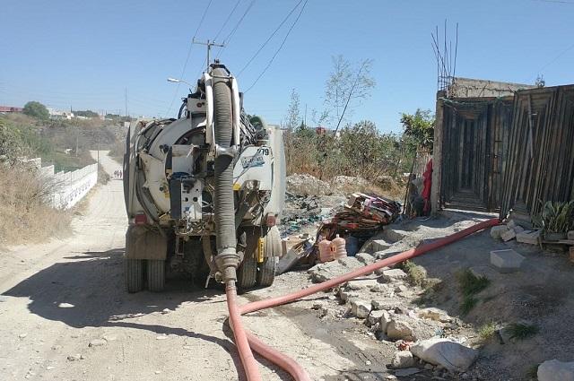 Agua de Puebla hace desazolve en colonias vulnerables