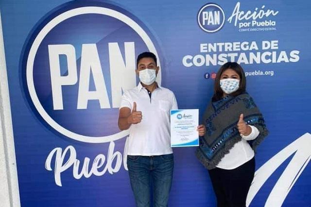 Recibe Edgar Salomón constancia del PAN como candidato a alcalde de Texmelucan