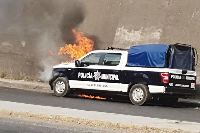 Queman patrulla en protesta por obra inconclusa en Cuautlancingo