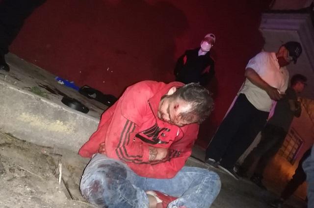 Vapulean a ladrón tras asalto a transporte público en Puebla