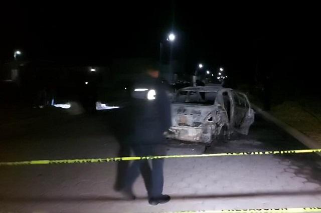 Balacera y hombre calcinado en un auto, en Tlachichuca