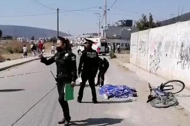 Torton atropella y mata a mujer ciclista en Amozoc