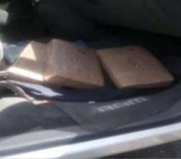 Decomisan en Huejotzingo camioneta con paquetes de marihuana