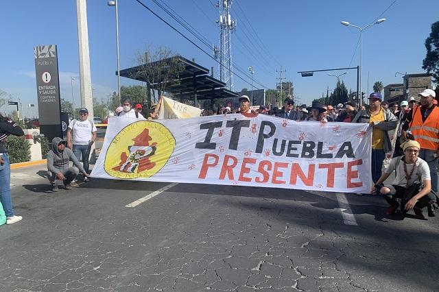 Ahora alumnos y rector del ITP marchan por seguridad en Puebla