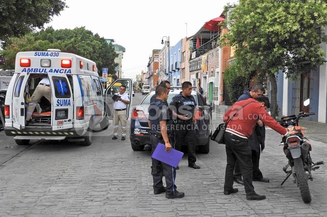 Patrulla de la Policía Municipal embiste a jóvenes en motocicleta