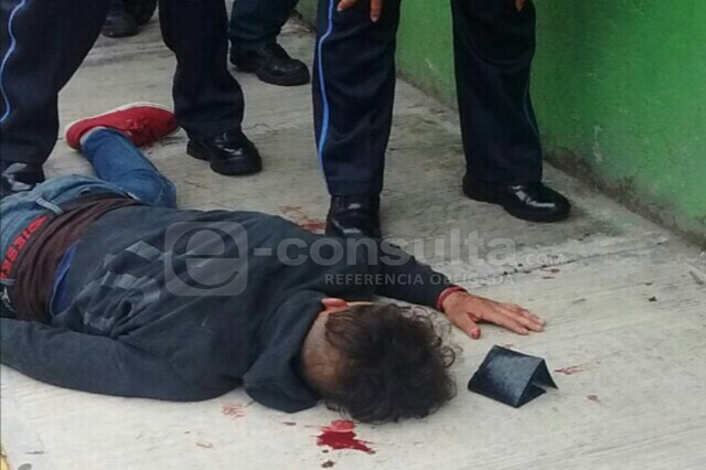 VIDEO: Vecinos de Loma Encantada detienen y golpean a presunto ladrón