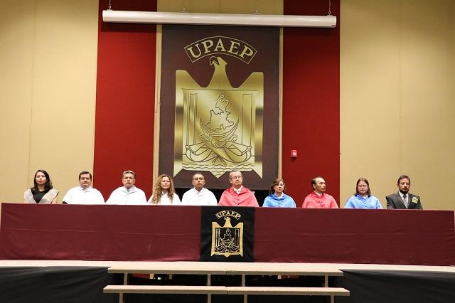 Estudiantes Upaep reciben el Premio Académico Cruz Forjada