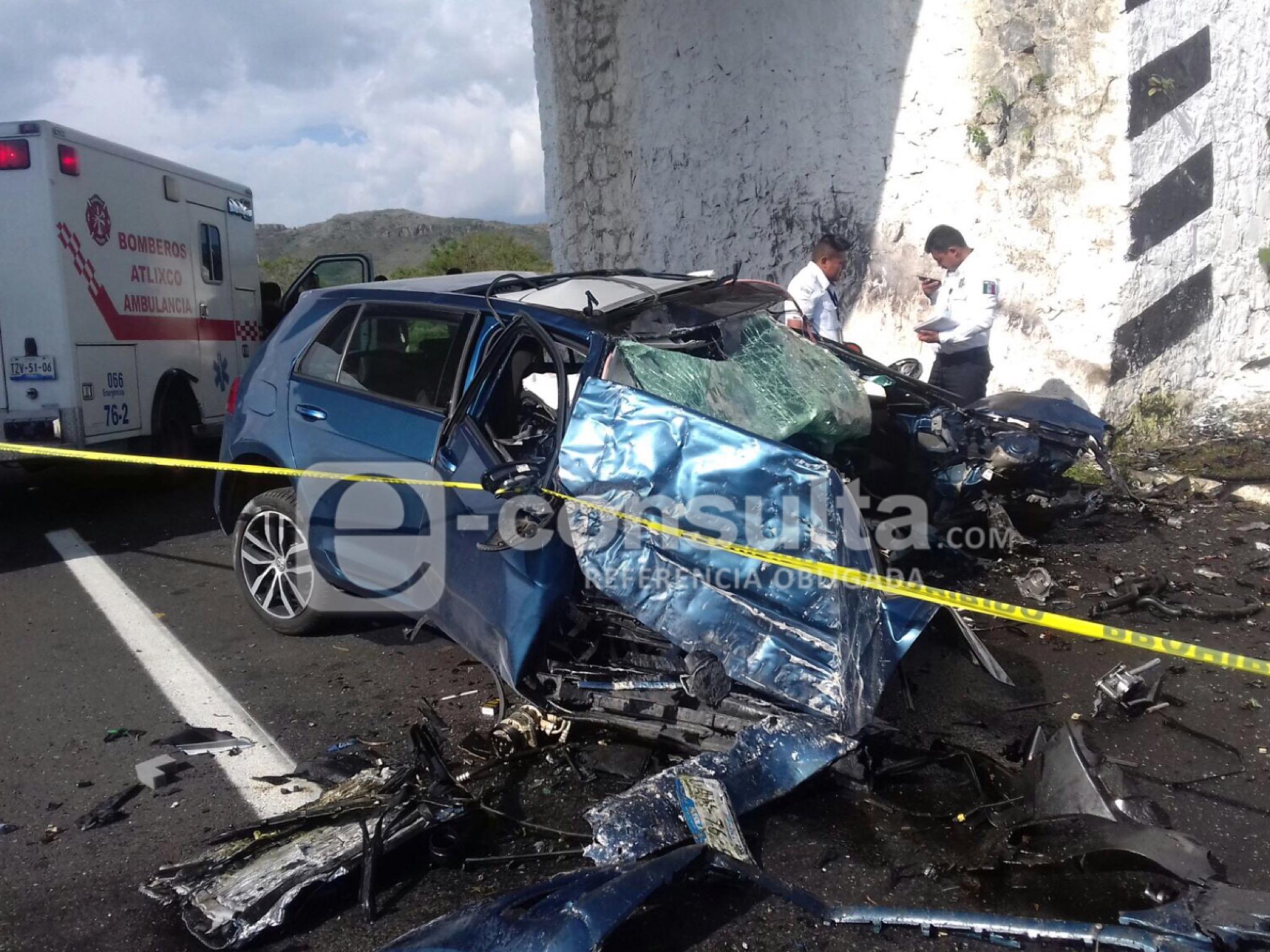Fallece conductor al chocar contra puente en la Atlixcáyotl