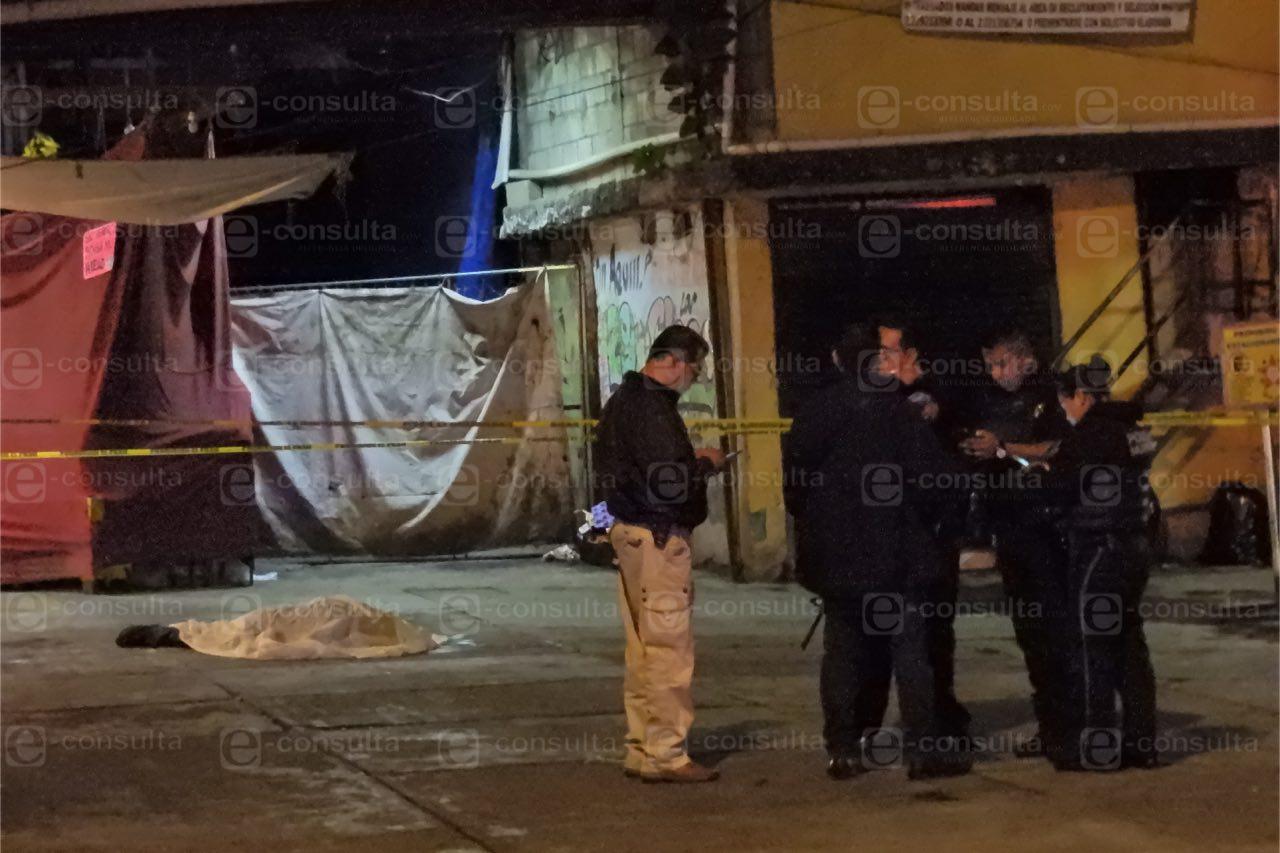 Asesinan a un hombre de varios disparos atrás del Mercado Hidalgo