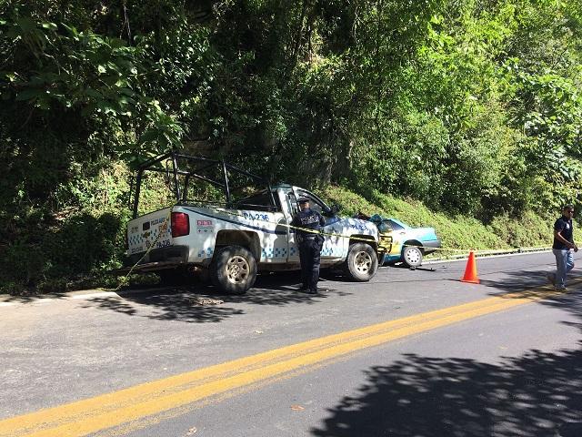 Taxista muere tras choque frontal con patrulla en Huauchinango
