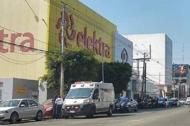 Lesionan a policía al frustrar asalto en Elektra de Volcanes