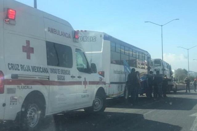 Ocho estudiantes poblanos heridos deja accidente en Tlaxcala