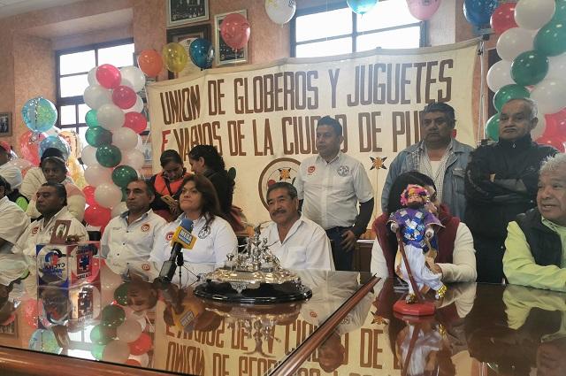 Ante críticas, globeros de Puebla venderán piezas biodegradables