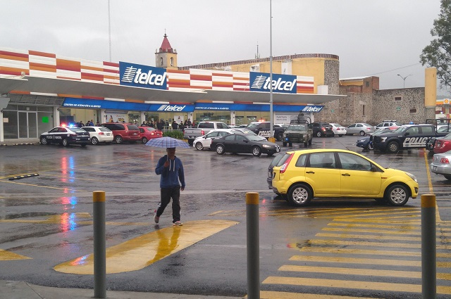 Con martillos y mazos asaltan Telcel de La Providencia