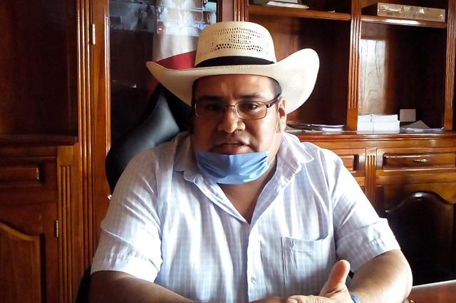 Hijo del edil con licencia, asume alcaldía en Ajalpan