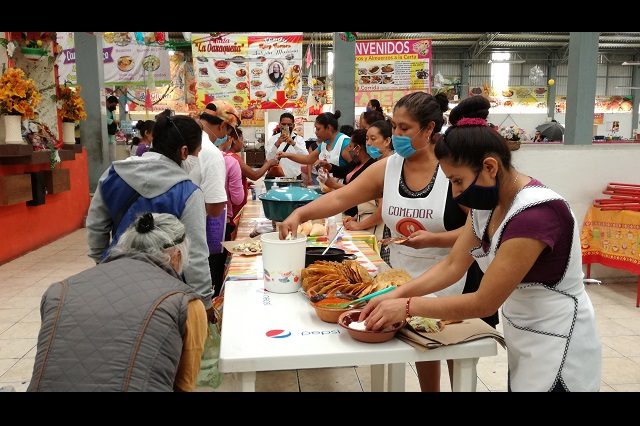 Regalan comida y cierran sus negocios en Tehuacán