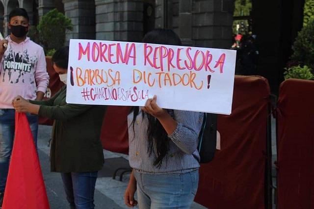 Marchan antorchistas contra Barbosa y Claudia Rivera