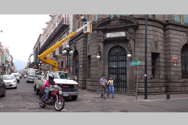 Colocan alumbrado patrio en el Centro Histórico de Puebla