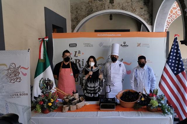 Ahora llega la hojaldra con mole para feria en Puebla