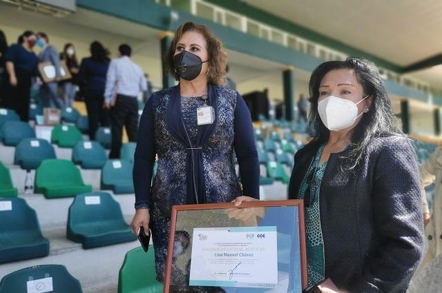 Dan casa a familia de médico que peleó contra el Covid en Puebla