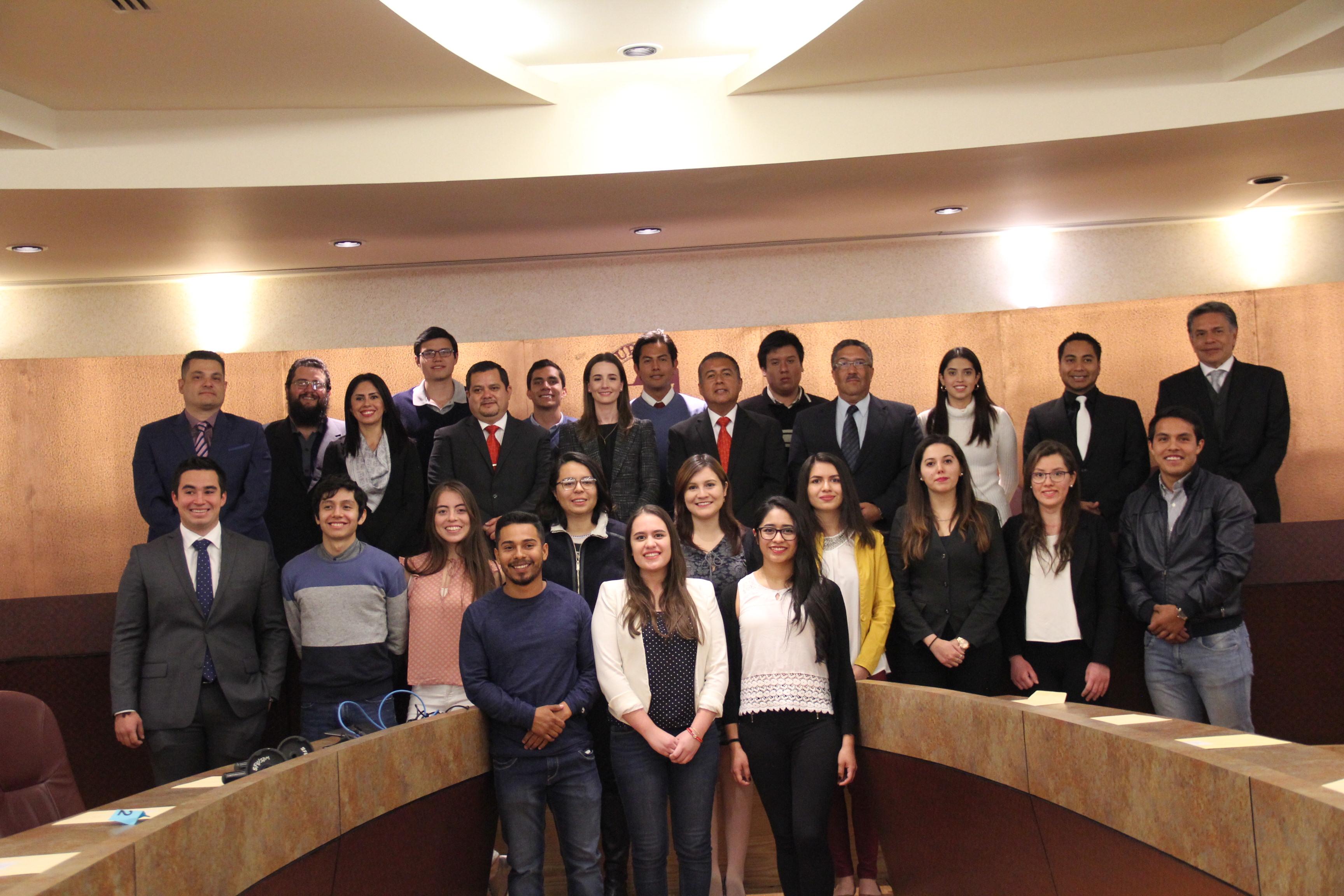 Apoyos de FEMSAC, Santander y FUNED a estudiantes de UPAEP