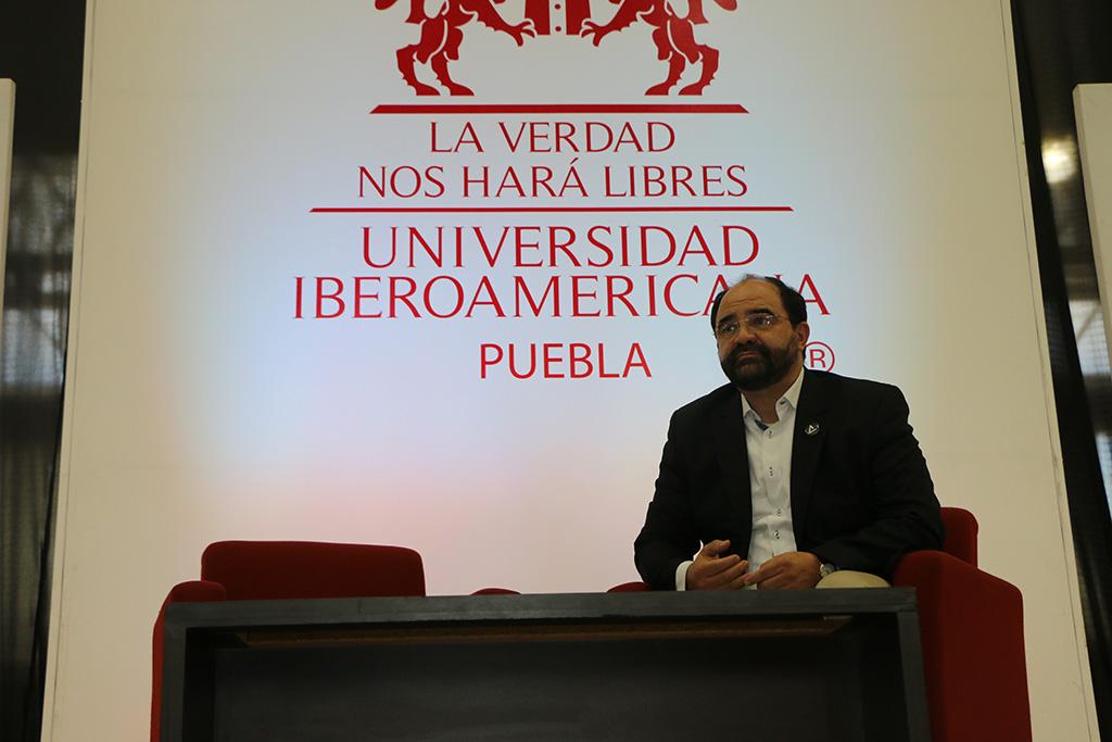 Presenta Álvarez Icaza propuesta ciudadana Ahora, en Ibero Puebla