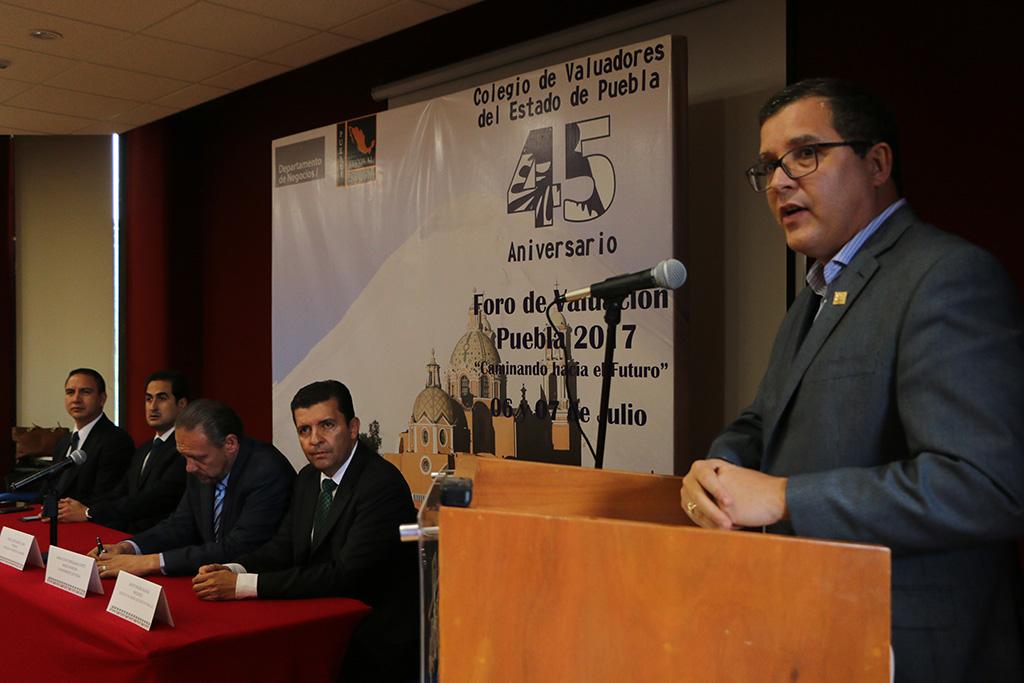 Celebran Valuadores 45 años de labor, en foro realizado en la IBERO Puebla