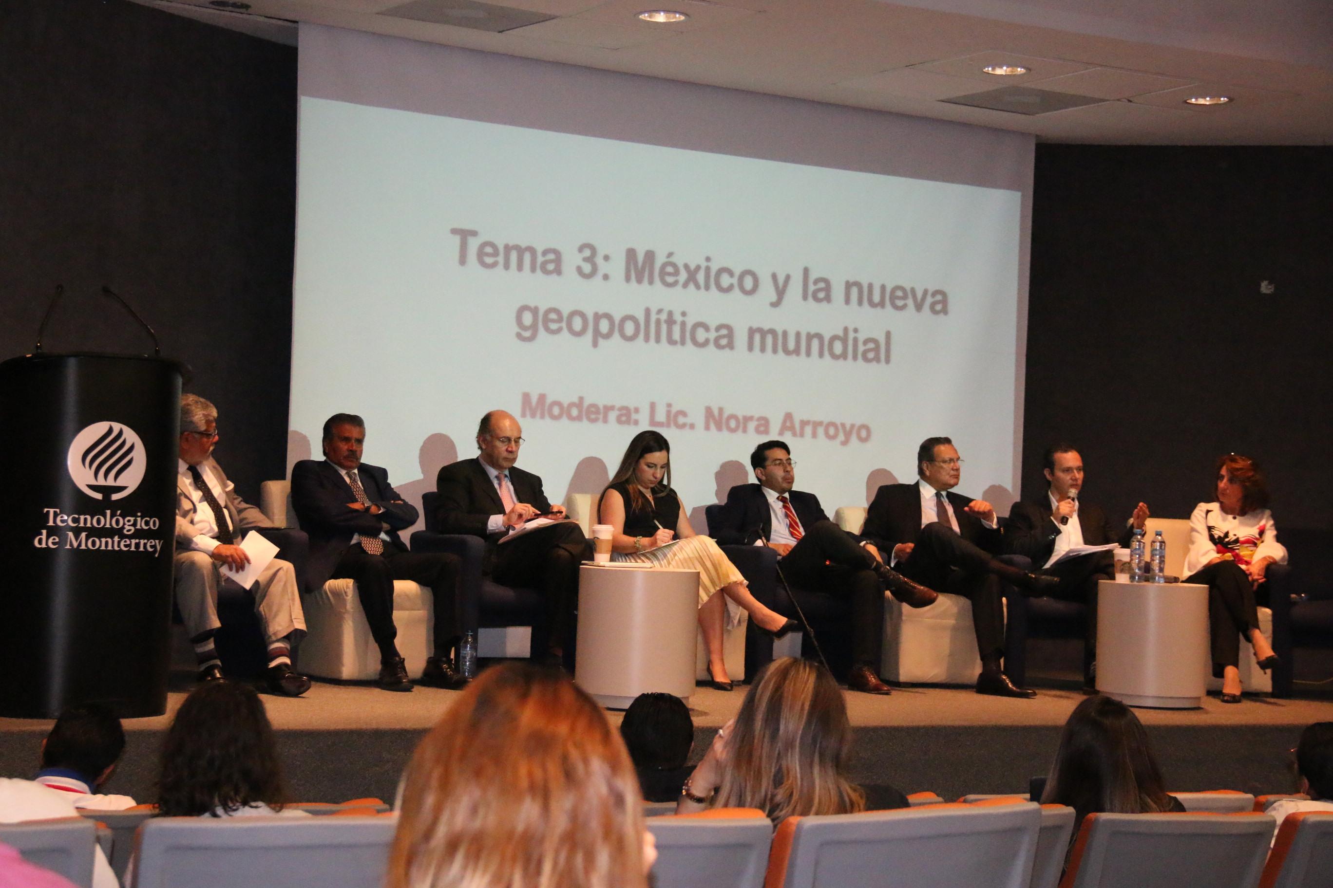 Encuentro de estudiantes de RI con asesores de presidenciables
