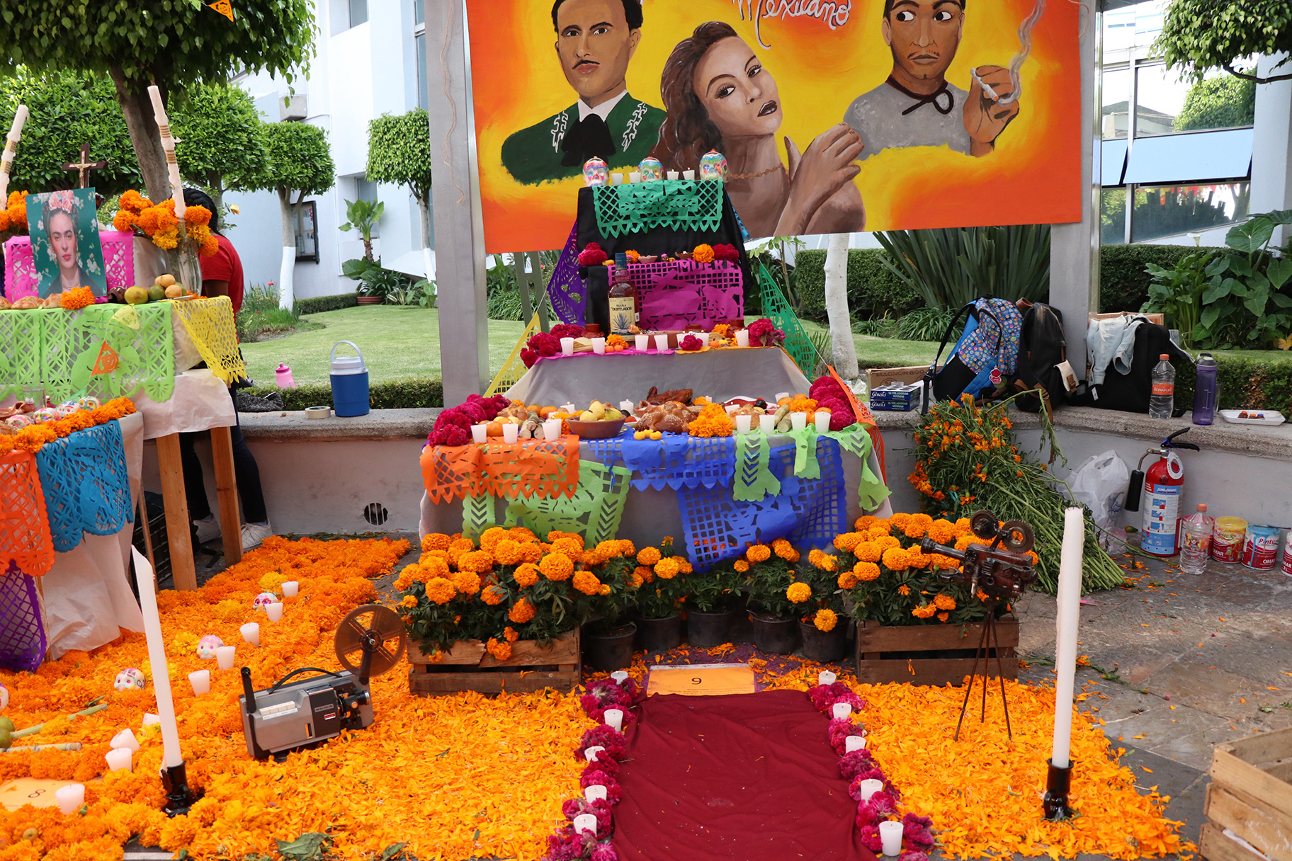 Instalaron en Upaep 25 ofrendas en  expo tradicional de Día de muertos