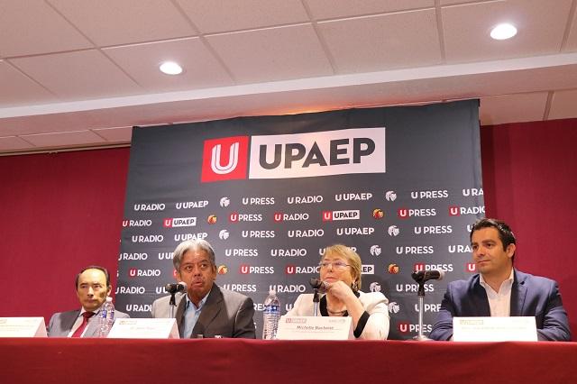 La democracia debe ayudar a mejorar la vida de las personas: Bachelet