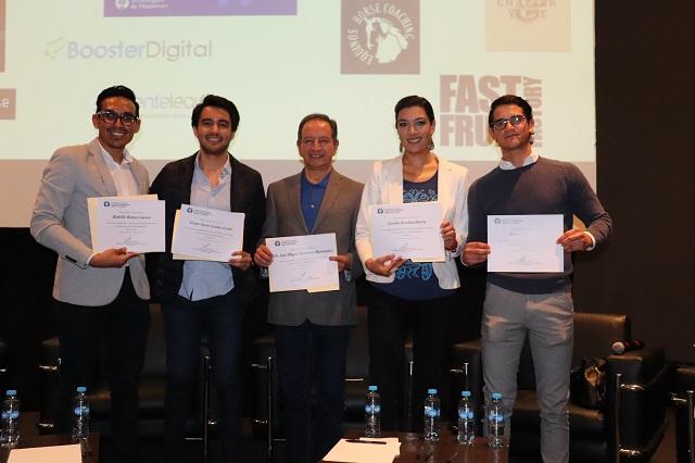 Alumnos del Tec de Monterrey crean un libro en una semana