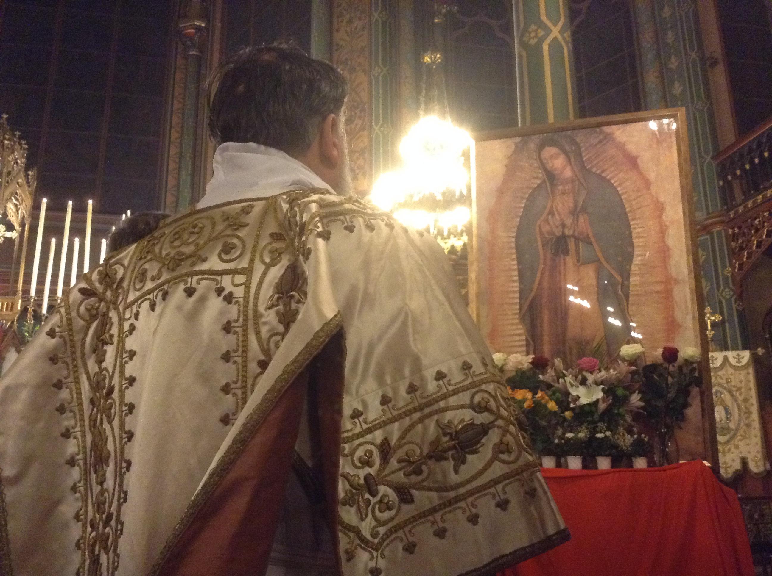 En París celebran centroamericanos y franceses a la Virgen de Guadalupe