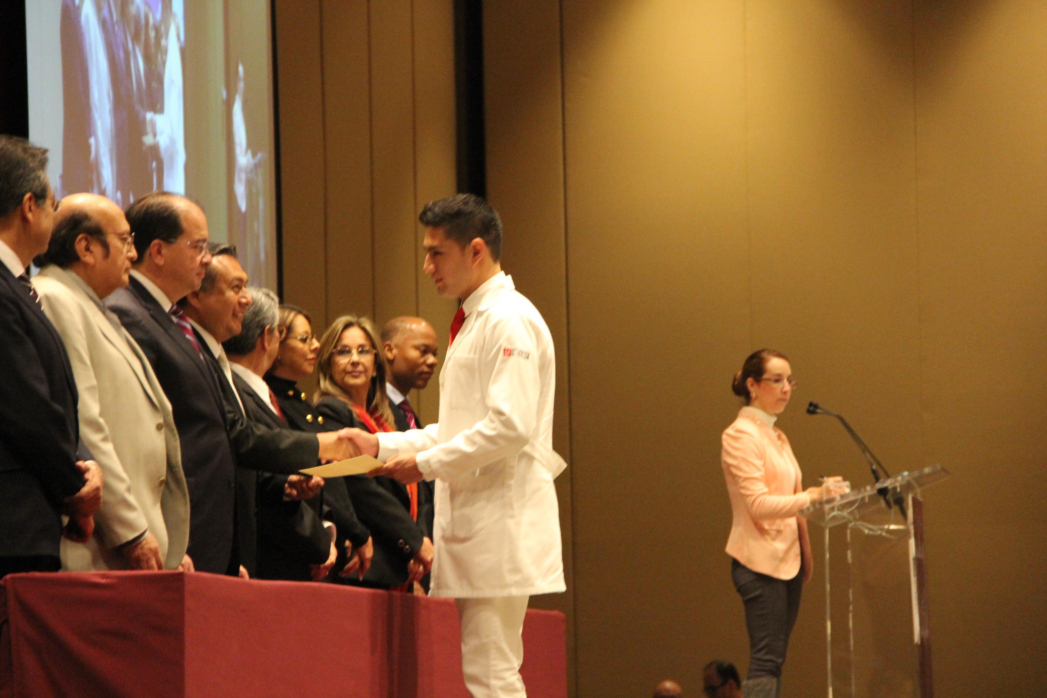 Rindieron Juramento Médico 292 estudiantes de Medicina UPAEP