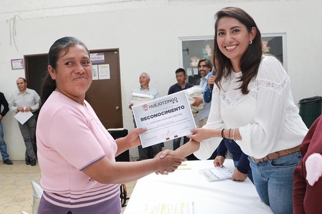 La alcaldesa Angélica Alvarado impulsa actividad apícola de Huejotzingo