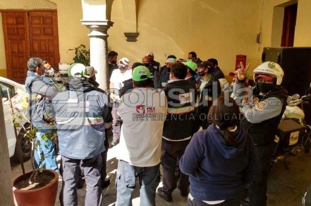 Protestan carteros en Puebla por falta de protección ante Covid