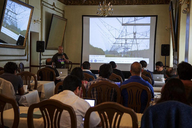 En reunión científica en INAOE, galardón a Arnulfo Zepeda Domínguez