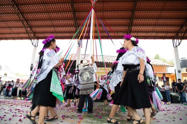 Tradición, cultura y color en el XV Festival Ilhuítl Kuaxóchitl