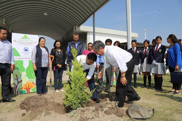 Reforestan en la Unidad Educativa Blandina Torres en San Andrés Cholula