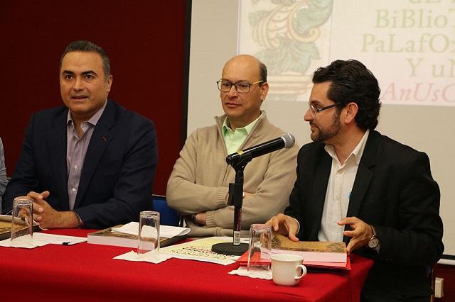 Presentan en Ibero Puebla edición sobre la Biblioteca Palafoxiana
