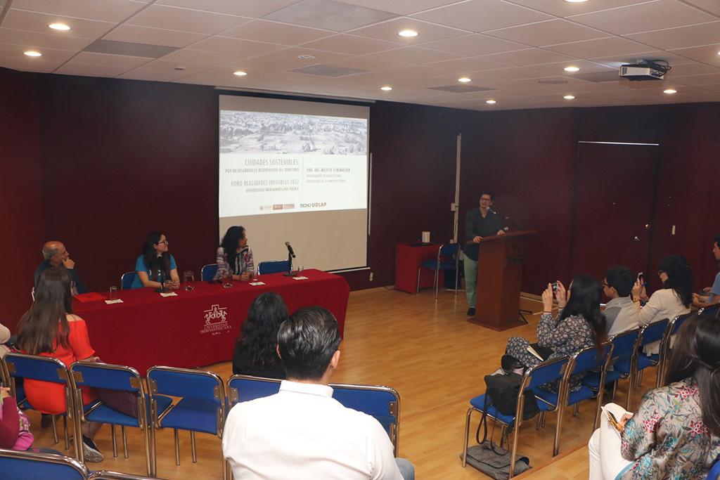 Conferencia sobre ciudades sostenibles abre foro Realidades Invisibles, Ibero